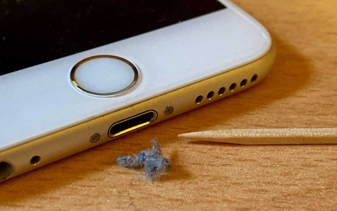 【教學】iPhone 的 Lightning 接口很髒怎麼辦?教你如何清理保養 Lightning 連接器